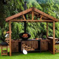 Diseño de jardín cocina y chimenea
