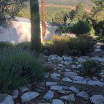 Proyecto de Paisajismo y jardinería para Chalet de Collado Mediano Camino de piedra