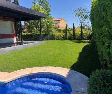 Proyecto de jardineria y paisajismo para chalet Madrid. Encinar de los Reyes Patio Detalla piscina
